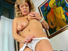 Quarters cleaning ignites mom\'s aspire for agonorgasmos