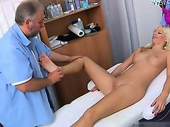 Cute pornstar throatfuck